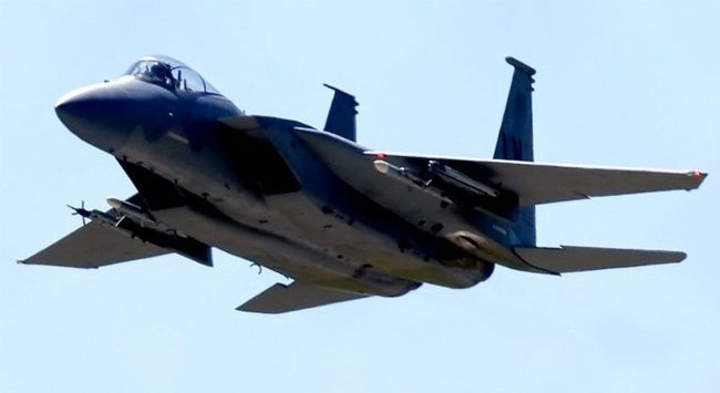 Okinava adası açıklarında, ABD F-15 tipi bir savaş uçağı okyanusa çakıldı.