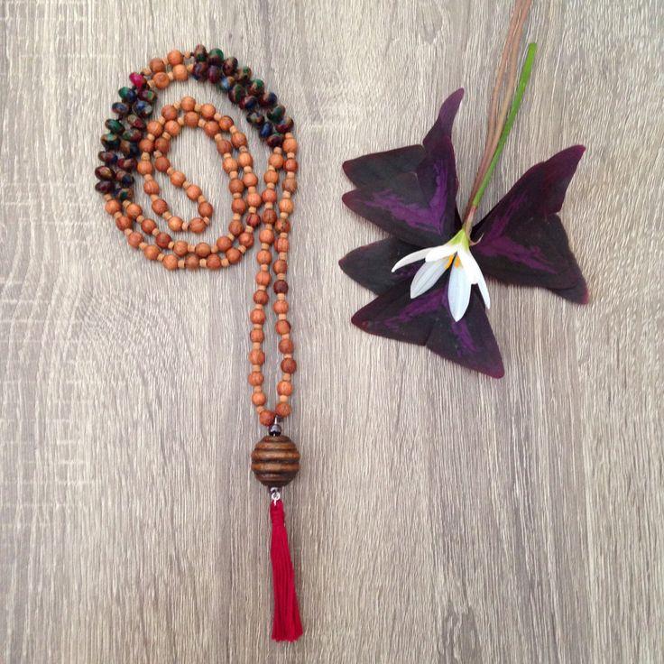 Collana lunga japa-mala rosario indiano con mix agata multicolore e nappina rossa in stile boho hippie meditazione di Cuony su Etsy
