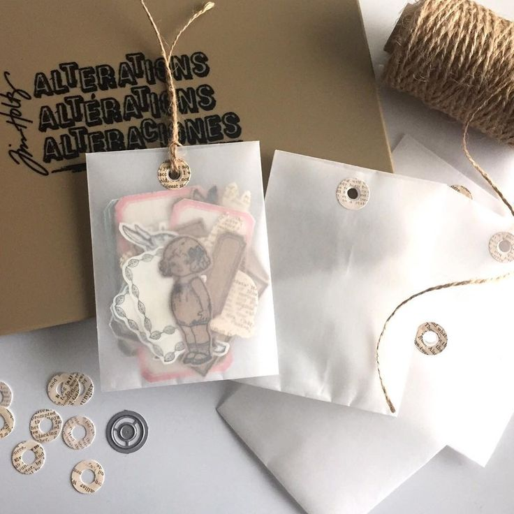 Mass production of mini envelopes with vellum paper to put handmade stickers & labels for snail mail. 😊 ティムホルツのエンベロープ・ダイで、ベラムのミニ封筒を量産。ハンドメイドのシールやラベルのお裾分け用に使います。🎶 #envelope #tag #handmadetag #handmadeenvelope #snailmail #happymail #sendmoremail #snailmailrevolution #penpal #手作り封筒 #封筒 #手作りタグ #シール #手作りシール #papercraft #ペーパークラフト #paperaddict #timholtz  #stampersanonymous #diecutting #timholtzideaology #vellum #vellumpaper
