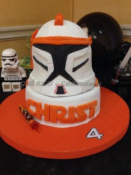 Ésta es la Torta que preparé para Chris en su 4° cumple. El personaje de la serie Star Wars es Commander Cody.