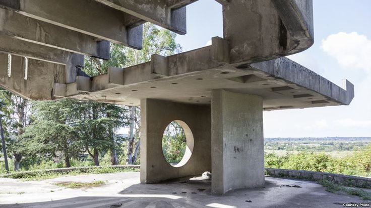 Roadside Temples: Unusual Bus Stops Of The Soviet Era (A bus stop made of concrete blocks in Pitsunda, Abkhazia)