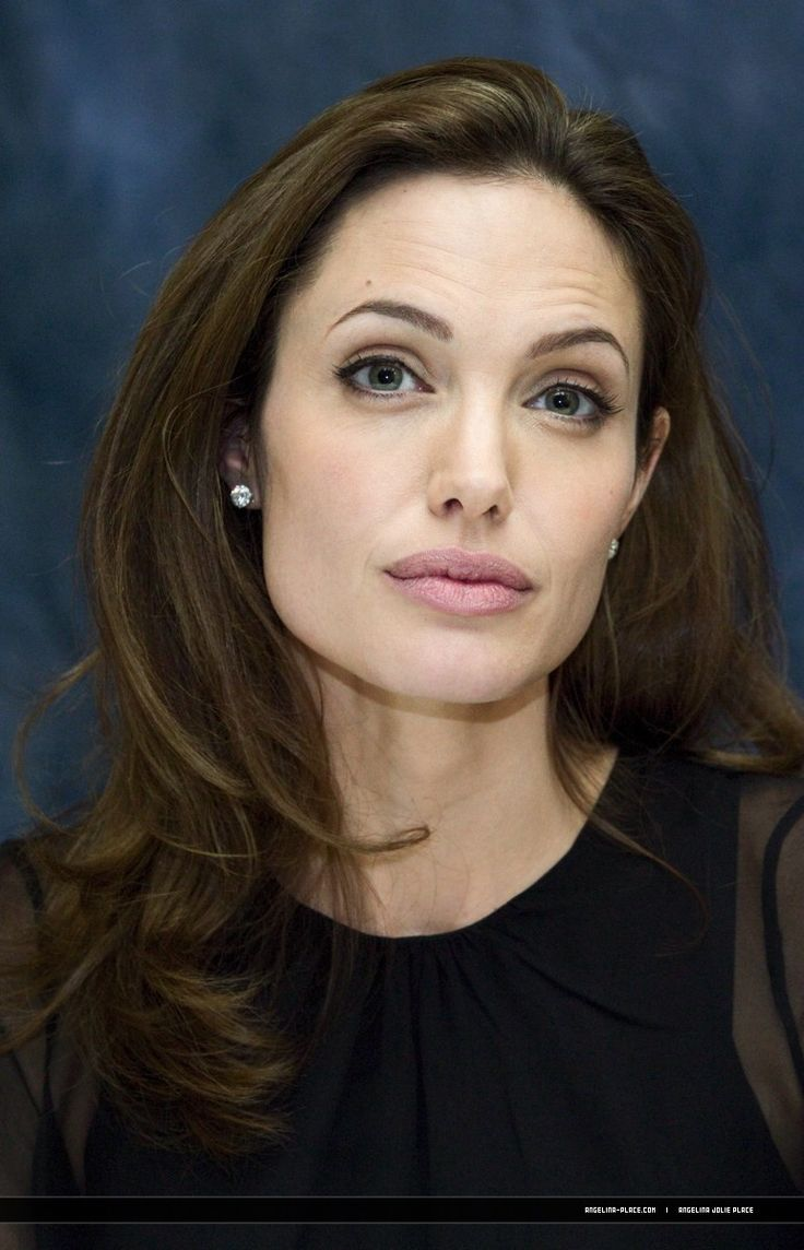 2007/09/10 - 'Beowulf' press conference in Toronto, Canada - 100907 Angelina Jolie Beowulf Press conference 03 - Angelina Jolie Photo