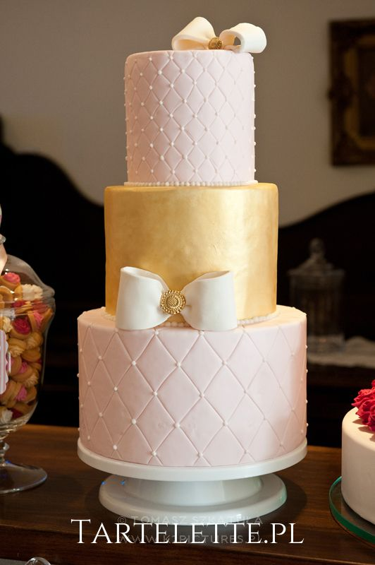 #weddingcake #cracow #white #gold #cake