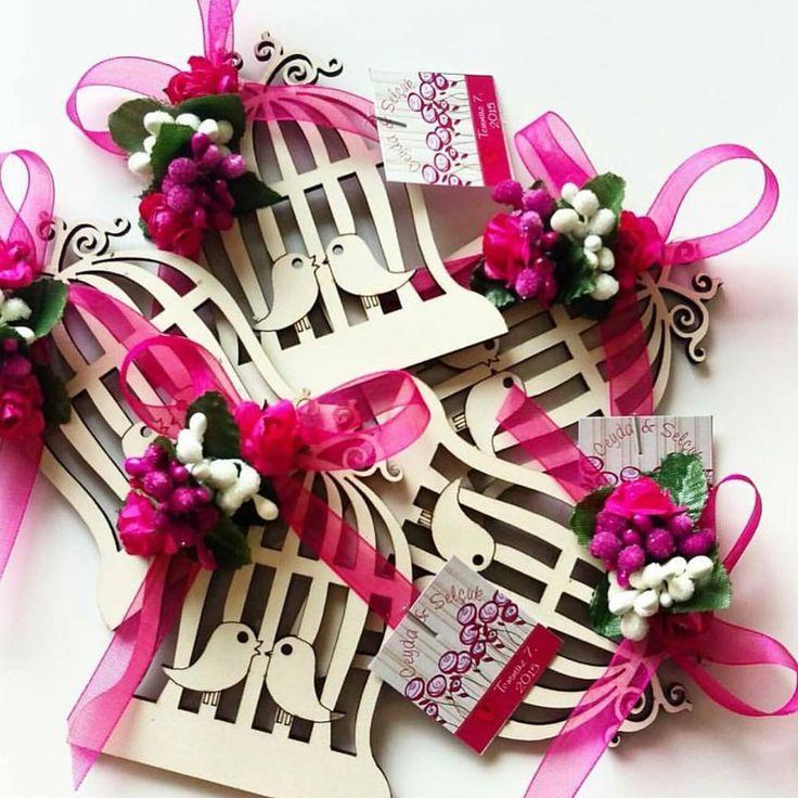 #kına#nisan#düğün#isteme#wedding#gelin#damat#kızisteme#hediye#hediyelik#hediyelikler#magnet#kuşkafafesi#organizasyon#concept#evdenisan#mutluanlar#mutluluk#özelgünler#özelanlar#pembe#mavi http://turkrazzi.com/ipost/1517707451524563572/?code=BUP-uLRFcJ0