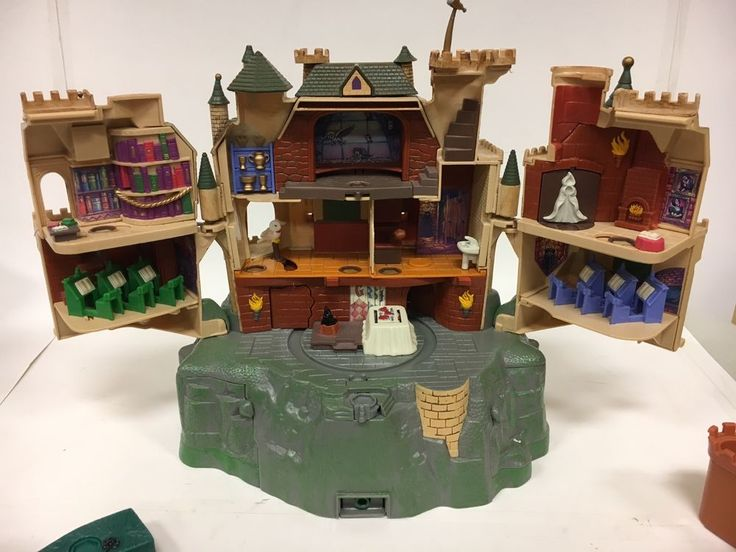 Hogwarts, Forbidden forest, Hagrid's Hut, Hogwarts Express and Whomping willow with all figures. $660 incl shipping