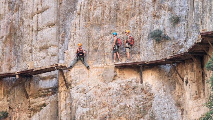 El Caminito del Rey - niebezpieczna górska ścieżka koło El Chorro w Hiszpanii - odnowiona i otwarta dla turystów