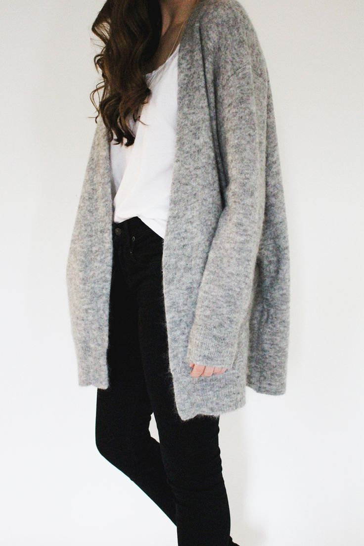 Black pants + White tee + Oversized cardi #minimalism
