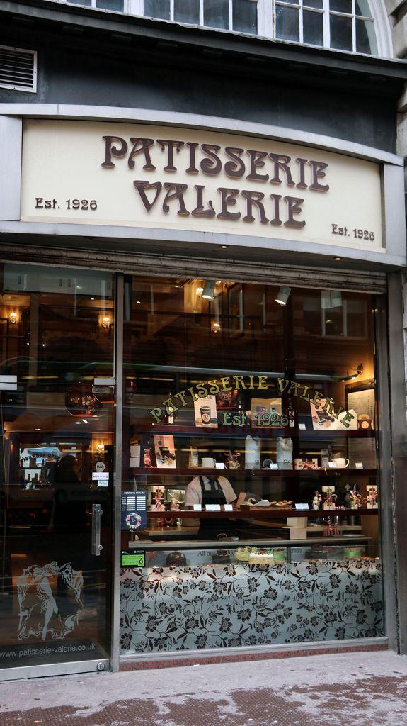 Patisserie Valerie Store Front In Manchester City Centre Manchester City Centre Shop Window Design Design Minimal