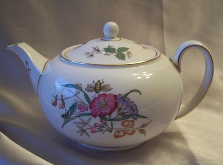 Wedgwood Bone China  Sandon Tea Pot