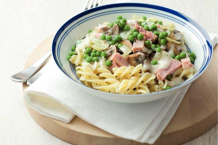 Kijk wat een lekker recept ik heb gevonden op Allerhande! Pasta met ham en tuinerwten in roomsaus