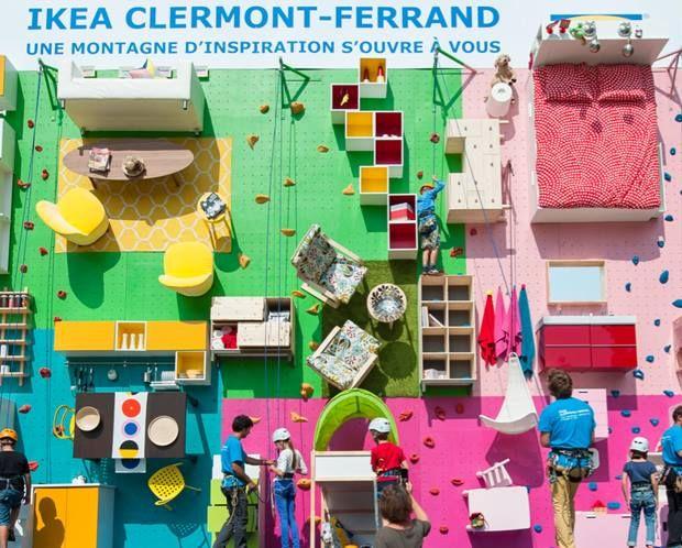 """CLERMONT-FERRAND.  Para celebrar la apertura de su tienda en Clermont-Ferrand, la número 30 Francia, IKEA ha creado un apartamento real, de casi 100 m2, totalmente vertical con muebles y todo tipo de accesorios. Una ilustración perfecta de su campaña de apertura llamada, """"IKEA, una montaña de inspiración""""."""