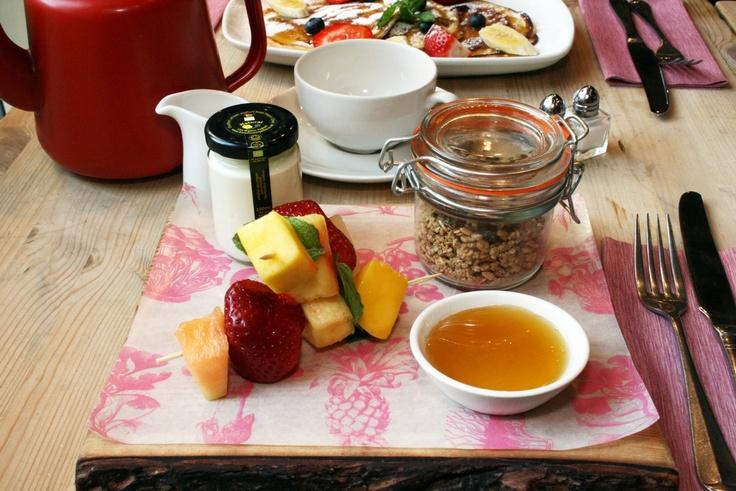 Our healthy breakfast board  #billsrestaurant #healthybreakfast #granola #melon #mango #strawberry #pineapple #organicyoghurt #breakfast #billsbreakfast #brunch #honey #naturalyoghurt #freshfood #foodanddrink