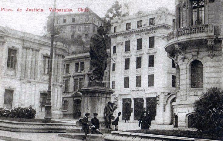 https://flic.kr/p/88gqx6 | postal  con plazuela de justicia en el plano de Valparaiso, la estatua tiene su historia