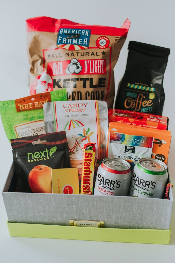 What to Send in a Care Package to College Students. Need ideas for Christmas or Holiday gifts for college students? These care packages are great for freshman/freshmen, sophomores, juniors or seniors! Girls or boys, males or females, daughters or sons, these diy gifts are great for finals week.