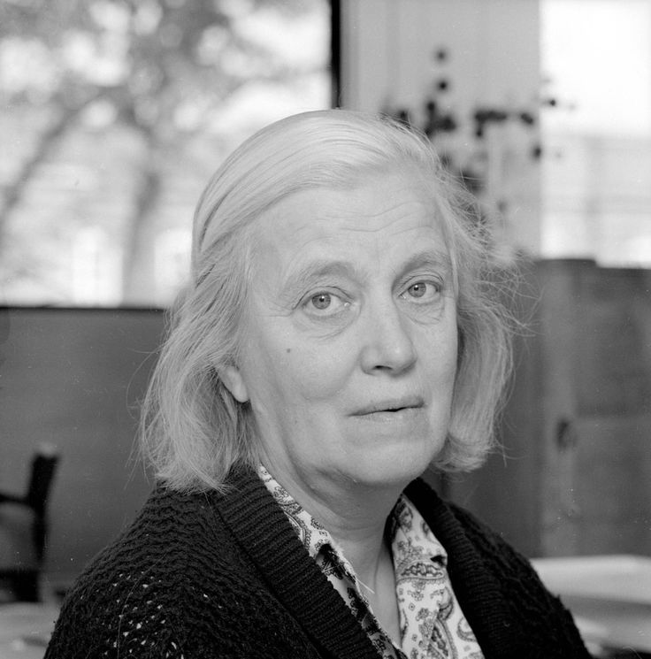 """Dorothy Hodgkin (1910-1994) was awarded the 1964 Nobel Prize in Chemistry""""for her determinations by X-ray techniques of the structures of important biochemical substances."""""""