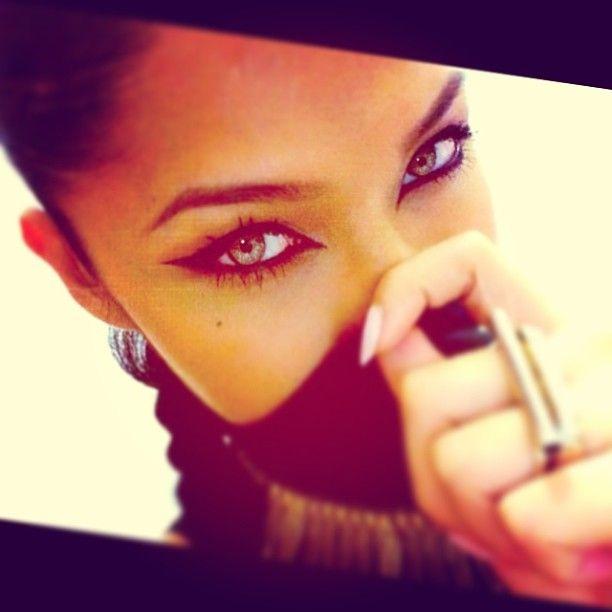 Eyeliner, cat eye, eye makeup.