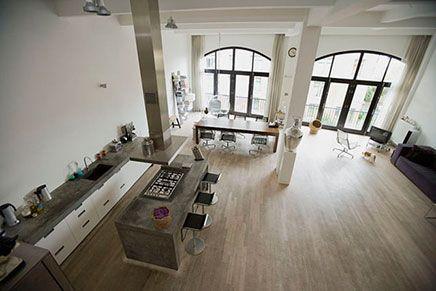 Prachtige loft met een heerlijk terras met vrij uitzicht for Interieur architect amsterdam