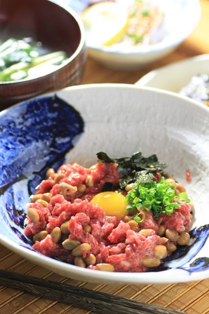 九州の郷土料理と簡単まかないレシピ馬肉 今日は熊本の名物料理『桜納豆』のご紹介です。 熊本で桜肉と言えば馬の肉の事。 きれいなピンク色した馬の肉が桜を連想させるという事でこの呼び名がついたんだそう ...