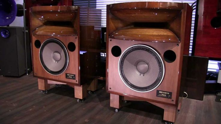 PIONEER EXCLUSIVE model 2402 Special Polished Walnut Sunburst 2