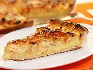 Apfel-Wähe schweizer Original - YUM, and SO easy. Just apples, 6 eggs  200 ml milk 4 tbs sugar + crust