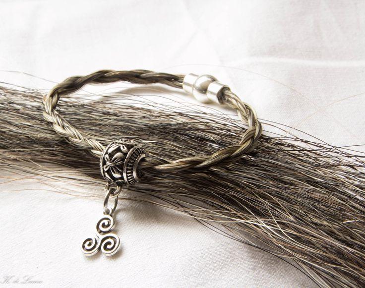 weer iemand blijgemaakt met een persoonlijke armband van paardenhaar. Meer info op www.kadelcreatief.nl/paardenhaar