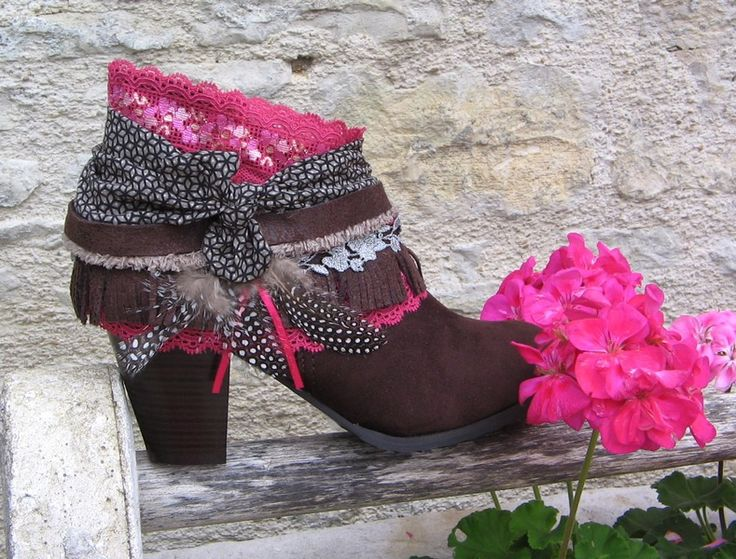 Upcycled REWORKED vintage boho COWBOY BOOTS - custom boots boho - T 40 - gypsy , hippie chic - suédine marron foncé talons 8 cm : Chaussures par akhacia-creations