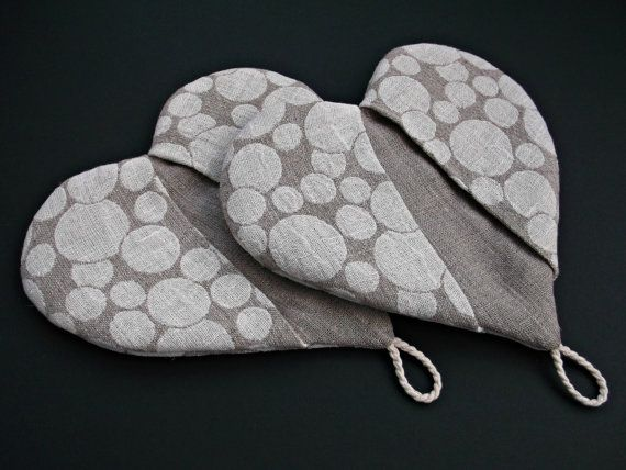 Hot pot holder Heart shape linen oven mitt light by DewsCraftHouse