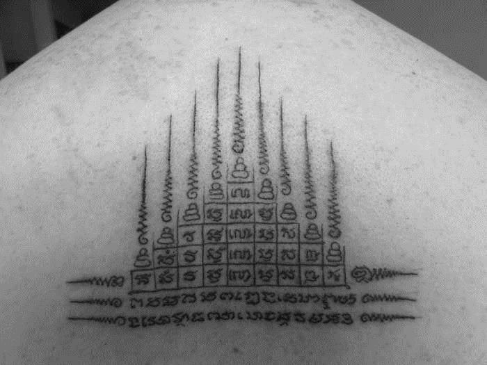 De laatste jaren is de interesse in Sak Yant tatoeages enorm toegenomen vooral nadat Angelina Jolie er een liet zetten. Eigenaar Tom Wijnstok van Thai Tattoo legt uit wat de Sak Yant tattoo inhoudt.
