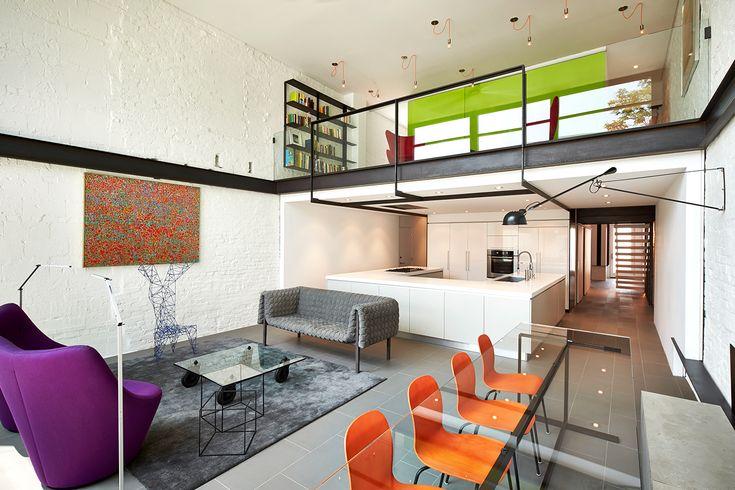 Una villa contemporanea alle porte di Washington: arredamento di design a colori accesi per smorzare l'effetto minimal degli interni
