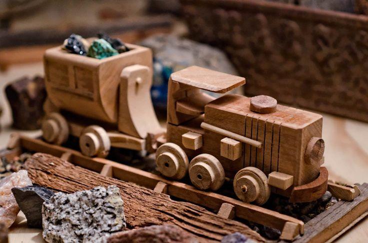 Tren de juguete minero. Basado en un modelo de tren electrico. Hecho en Madera. Ver el video: https://youtu.be/3UHSWXfO8TU | Toy based on an electric mining train. Made of wood.