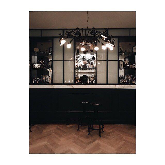 Perchè uscire per un dopocena quando hai un bar a tua disposizione e non devi neanche faticare troppo per poi ritrovare la strada di casa? . . . #argentariogolf #argentarioexperience #damadamarestaurant #bar #drinks