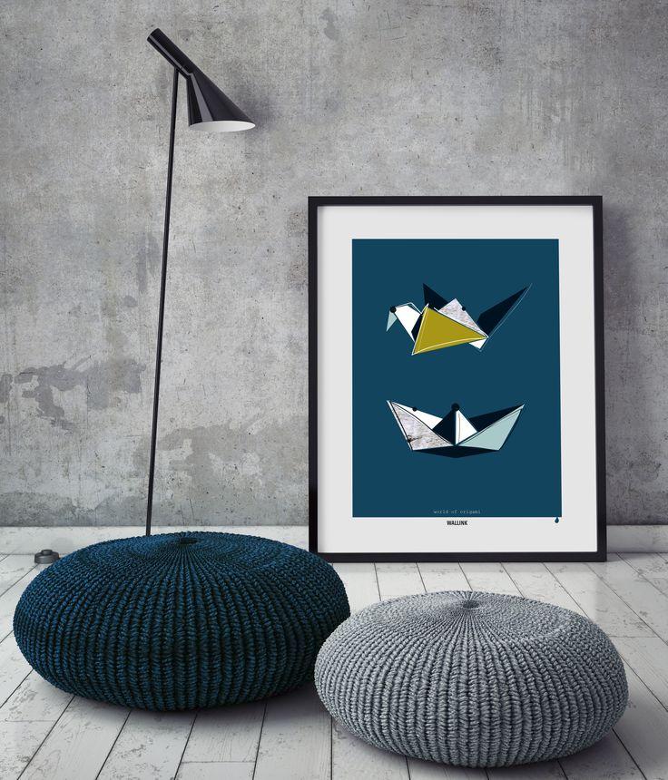 Plakaten World of origami trækker den gamle japanske papirfoldekunst ind i den grafiske verden. en ny fortolkning af fugl og fisk – himmel og hav – høj og lav. Hæng plakaten op alene eller sammen en eller to plakater fra samme serie. Se og bestil plakaten på wallink.dk