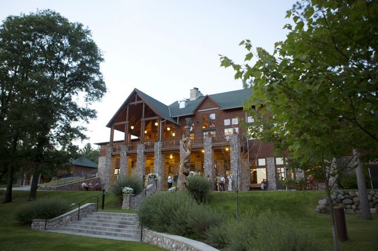 Northwoods Wisconsin Wedding Venue Heartwoods Conference Center Laura Schmitt Photography Central