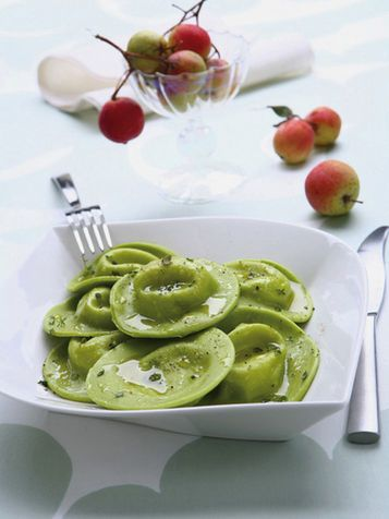 Ravioli verdi con ripieno di fonduta