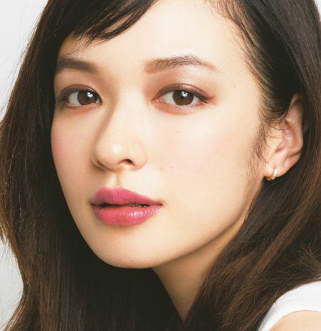 アラサーのための春のイガリメイク|鬼木朋子|BEAUTY NEWS|VOCE(ヴォーチェ)|美容雑誌『VOCE』公式サイト