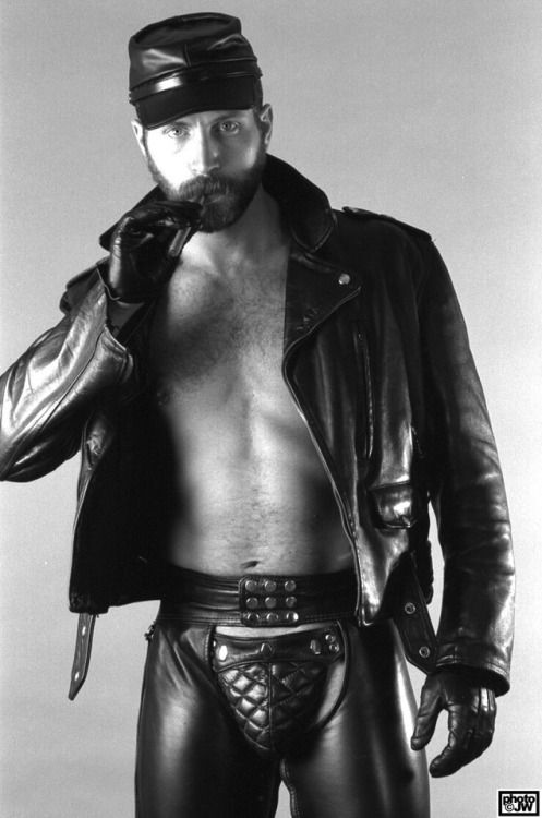 Pictures of gay leathermen