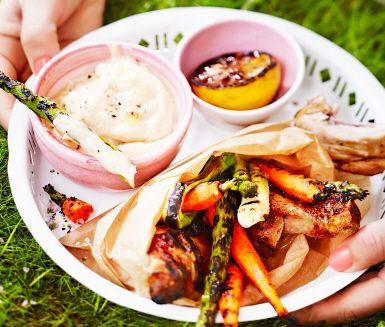 Recept: Drumsticks med chipotleaioli och grillade grönsaker