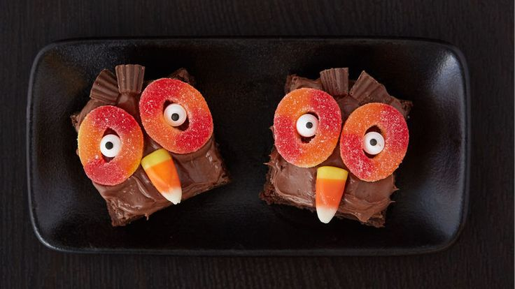 Friends and family will give a hoot over these owl-themed Halloween brownies!