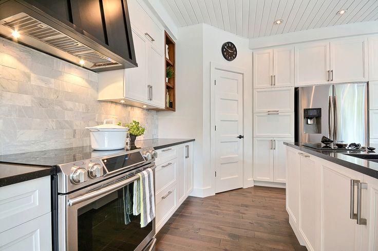 17 meilleures id es propos de comptoirs de quartz blanc for Armoire de cuisine en polyester
