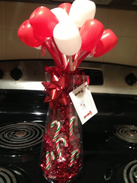1000 images about christmas balloons on pinterest for Candy cane balloon sculpture