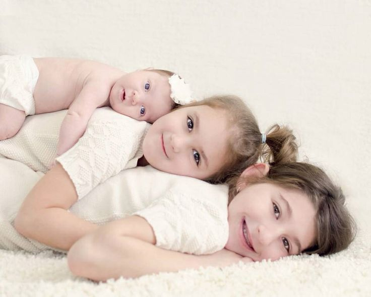 Newborn photography sibling photography pose sisters photo taken by holly awwad of white willow photography michigan photographer