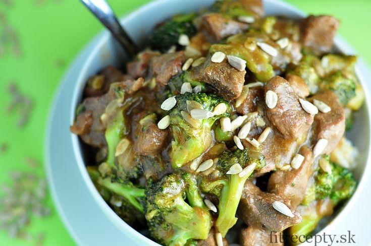 Jednoduché, zdravé hovädzie mäso s brokolicou a výbornou omáčkou, hotové do 40 minút. Ingrediencie (na 2 porcie): 300g brokolice 200g hovädzieho karé 1 cibuľa 1 PL masla 1 hrnčekvody 4 PL slnečnicových semienok 4 PL sójovej omáčky 2 PL pomarančovej kôry 1 PL medu 1 PL škrobu (alebo tapiokovej múky) 1/2 ČL zázvorového korenia 2 […]