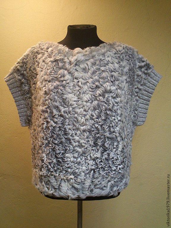 Купить или заказать свитер из меха каракуля в интернет-магазине на Ярмарке Мастеров. Свитер из молдавского каракуля. Для удобства можно сделать его на молнии, и получится меховой жилет. По пройме ручная вязка. Хорошо смотрится и с юбкой и с брюками. Возможно исполнение из любого другого вида меха, например норки.