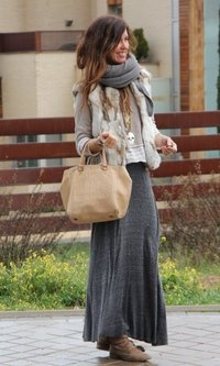 Cute and comfy maxi for fall. However, I fear that if I tried to replicate this look I would just end up looking like a hobo :-/