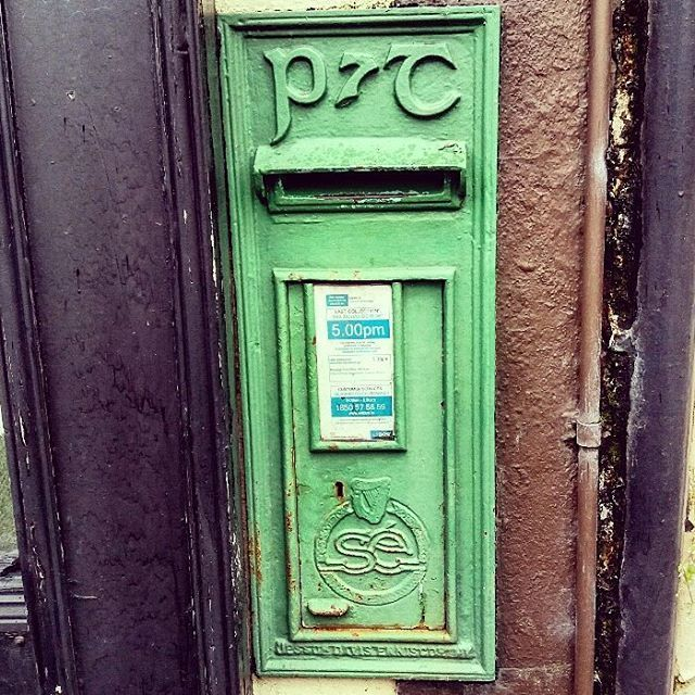 An old Saorstat Eireann (Irish Free State) post box in Monaghan town. It was made in the Jessop and Davis foundry Enniscorthy sometime between 1922 and 1937 #irisharchaeology #discoverireland #loves_ireland #icu_ireland #monaghan #irishhistory
