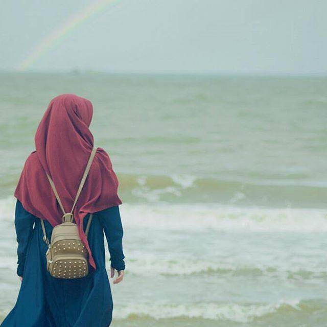 "Dari Abu Said dan Abu Hurairah ra : Nabi SAW bersabda : ""Tidak seorang muslimpun yang tertimpa kesulitan, sakit, kesusahan samapai hanya terkena duri pun , melainkan hal itu akan menghapus dosa-dosanya"". . #Lensa #Muslimah Dari Sudut Yang Indah . Like, Share and Tag 5 Sahabat Muslimahmu . Follow  @LensaMuslimahID  Follow  @LensaMuslimahID  Follow  @LensaMuslimahID  . Join Us @MuslimahIndonesiaID  Karena Muslimah #Sholehah Itu Istimewa by @hidayati_meilda . #duniajilba..."