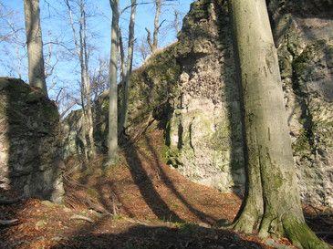 Zsivány-sziklák Dobogókő és Pilisszentkereszt találhatók ezek a méretes sziklaképződmények.