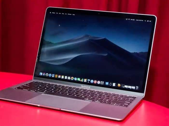 Apple Macbook Cyber Monday 2019 300 Off The 2019 Macbook Air At Amazon Amazonnews In 2020 Macbook Deals Macbook Air Macbook