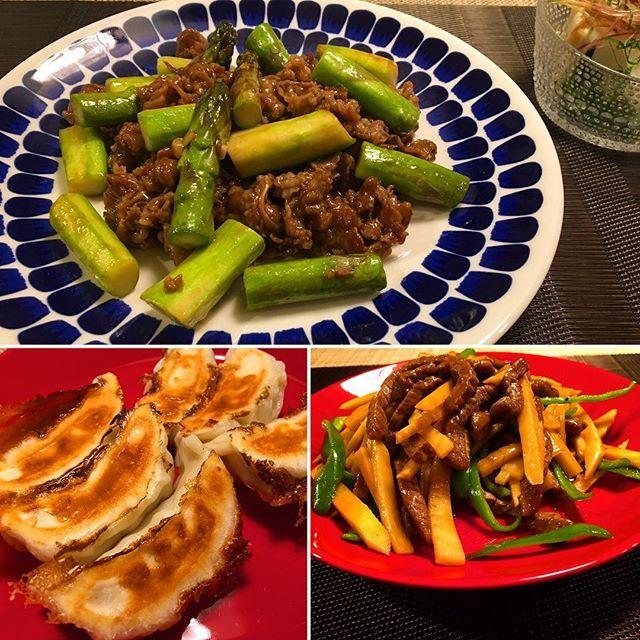 中華な気分の時😋アスパラと牛肉のオイスターソース炒め、青椒肉絲、そして大好きな餃子❤️ #牛肉#アスパラガス #青椒肉絲#ピーマン#たけのこ #筍#餃子#肉#中華料理 #夕飯#beef #asparagus #dumplings #meat#chinesefood #bambooshoot #greenpepper #food #foodie #delicious #foodpics #foodporn #foodstagram #dinner