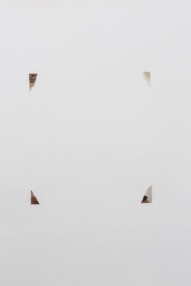 Herman van Ingelgem, 'Blow up', 2008, variabele afmetingen, papier, plastic tape. Collectie S.M.A.K. Gent. Foto: Jasper Leonard